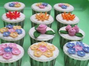 Fondant Flower Cup Cake